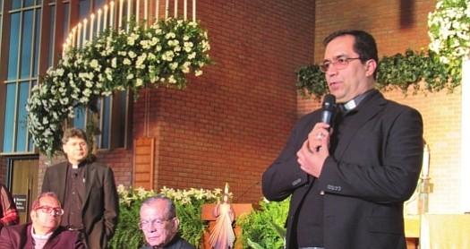 ARZOBISPO. El arzobispo de San Salvador, José Luis Escobar Alas. A la izquierda, sentados el obispo Elías Bolaños y el cardenal de El Salvado, Gregorio Rosa Chávez.