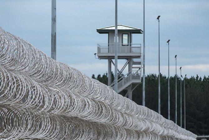 Al menos 7 presos muertos y varios heridos en pelea en una prisión de EEUU