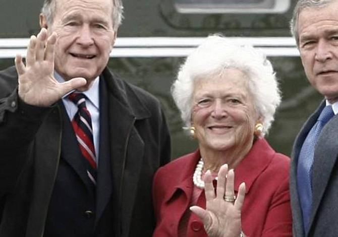 Ex primera dama Barbara Bush se encuentra con buen ánimo