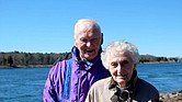 Caroline Mayer, con su esposo, Ed, en Cape Cod Canal, a comienzos de 2018.