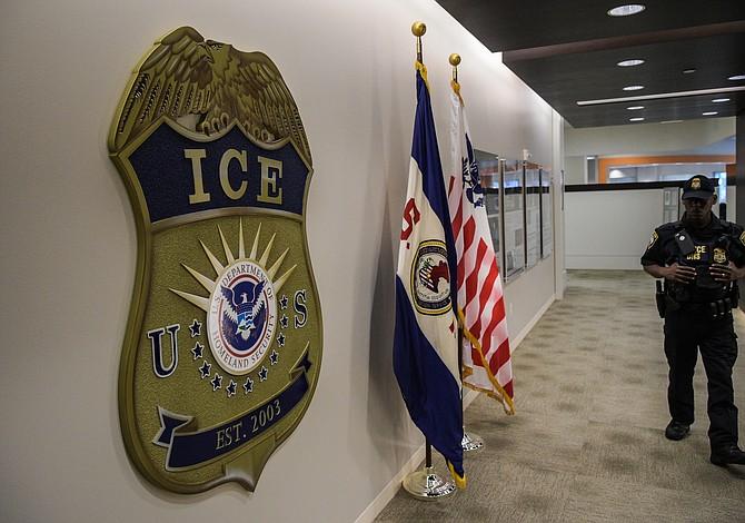 Trump ha liberado a 100.000 que cruzaron ilegalmente la frontera