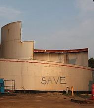 Antiguo tanque de aceite en la zona industrial del puerto de Chelsea