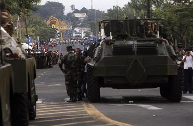 Tres canales de televisión fueron sacados del aire, mientras que el régimen desplegó tropas de militares