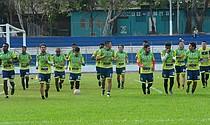 Sonsonate FC realiza un entrenamiento en el Estadio Ana Mercedes Campos de la ciudad cocotera.