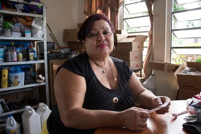 Martina Collazo de Jesús renunció a su trabajo en la industria hospitalaria para cuidar a su hijo, Joe García, cuando comenzó la diálisis