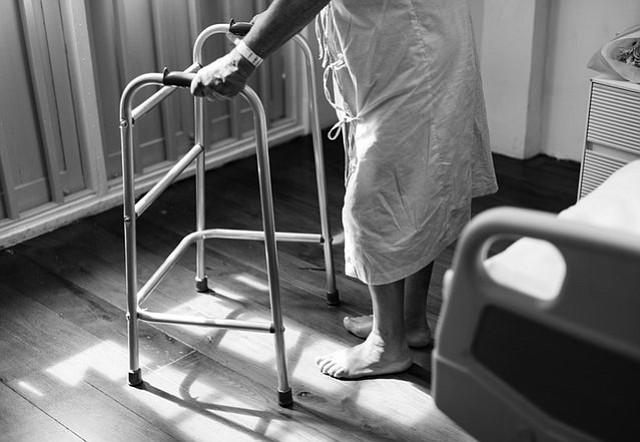 Mi abuelito tiene que operarse… ¿puede perder la memoria?
