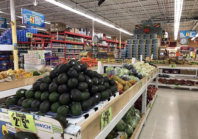 Supermercado en Virginia se distingue entre la comunidad latina