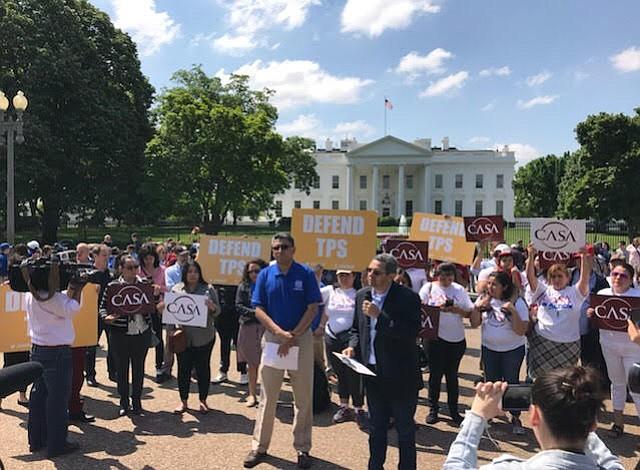 Protestan frente a la Casa Blanca por cancelación de TPS a hondureños