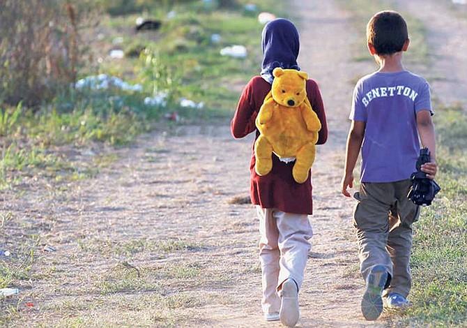 Separar niños migrantes de sus familias es una política monstruosa