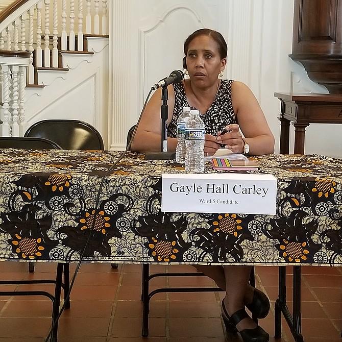 """Gayle Hall Carley  Candidata por el distrito 5 """"Hay personas que no pueden acceder al servicio médico porque no tienen casa o educación""""."""