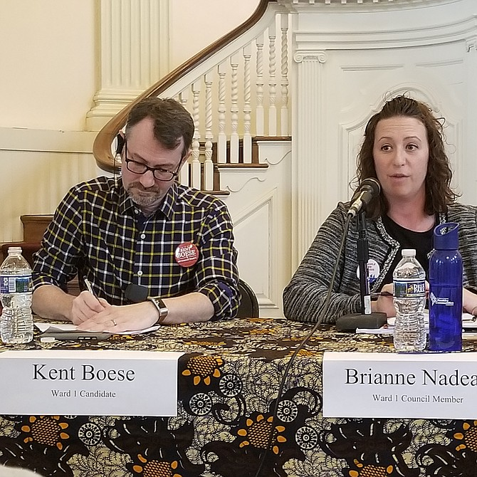 """Brianne Nadeau  Concejal y candidata por el distrito 1 """"Yo patrociné la legislación para licencias de manejo a indocumentados y de salud""""."""