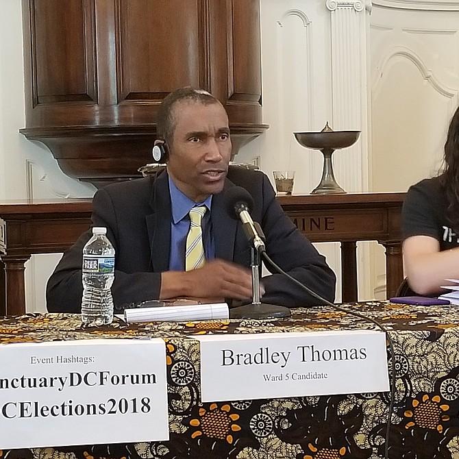 """Bradley Thomas  Candidato por el distrito 5 """"La universidad de DC necesita una financiación adecuada, pues no hay suficientes fondos""""."""