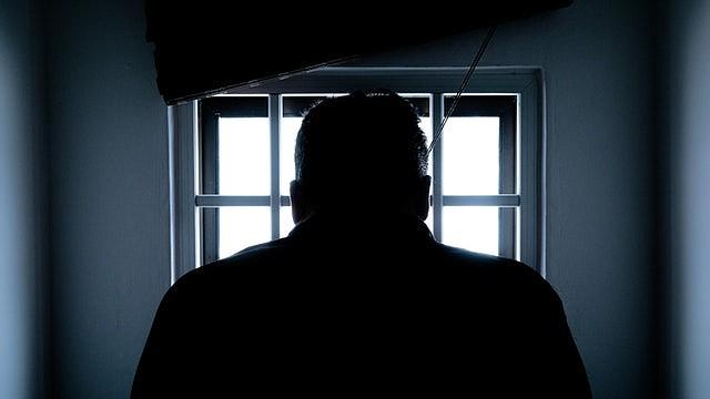 Las prisiones suelen estar ubicadas en zonas rurales alejadas de centros de salud donde están los expertos en cáncer, en enfermedades del corazón y en el tratamiento de otras condiciones.