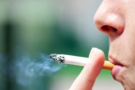 Toxinas del tabaco llegan a lugares donde se prohíbe fumar