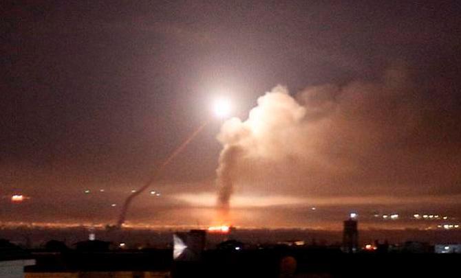 Reino Unido condena ataque iraní y dice que Israel tiene derecho a defenderse