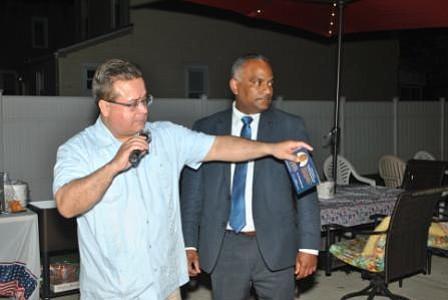 Respaldo económico a precandidato dominicano