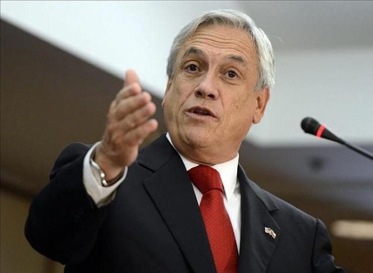 Piñera suspende gira por Europa por choque de agendas
