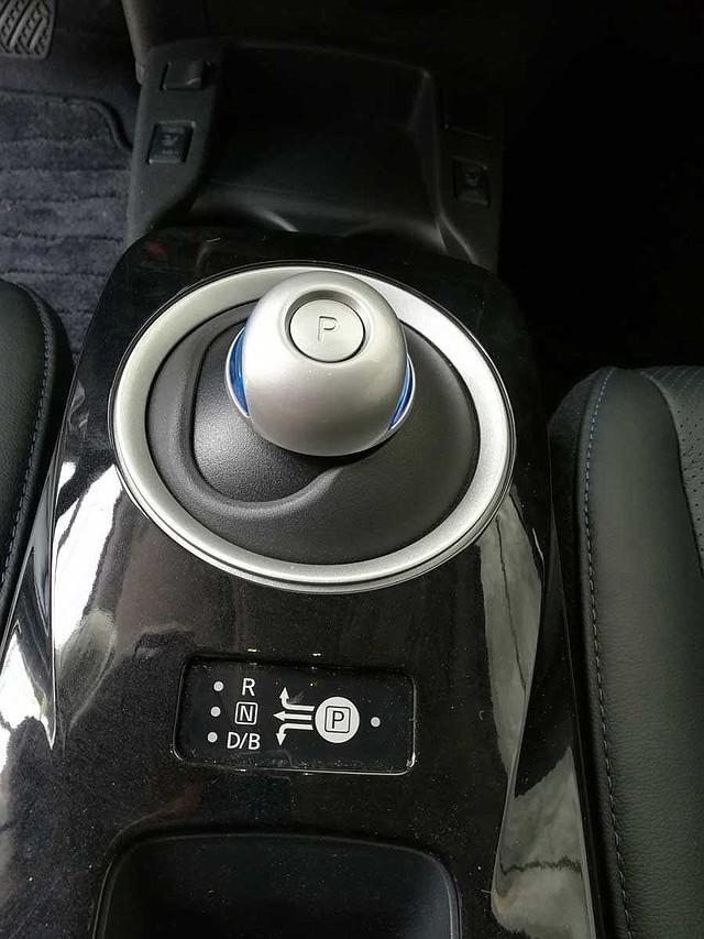 Los autos eléctricos no tienen caja de transmisión. Por eso, el modelo traído al país solo cuenta con opciones de avance, retroceso y neutro (con Parqueo).