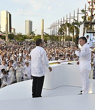 "Juan Manuel Santos , Presidente de Colombia y Rodrigo Londoño Echeverri, alias de «Timoleón Jiménez"" de las FARC."