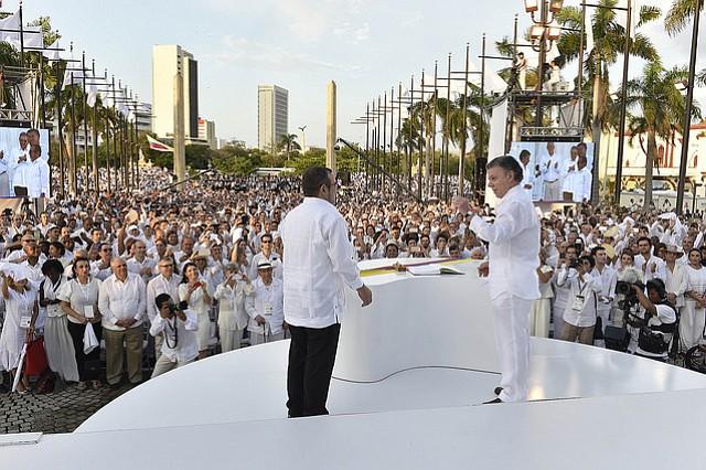 Timochenko propone a Uribe fijar encuentro en la Comisión de la Verdad