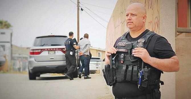 Agentes del ICE durante el arresto del padre latino. Foto-Cortesía: Pedro Ríos.