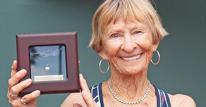 Dori Devries, se recuperó de un mal comienzo para vencer a la primera sembrada,  Roz King.Foto-Cortesía: Fred Sidhu.