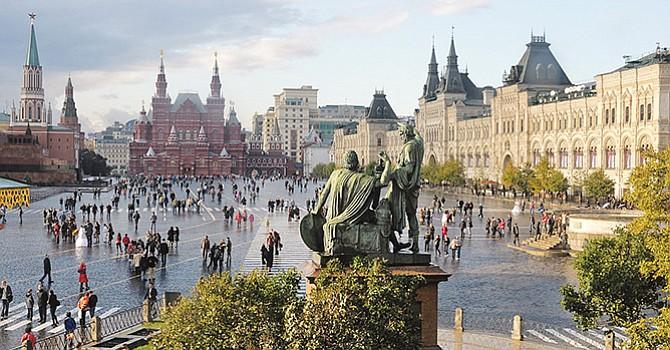 La popular Plaza Roja y enfrente, el icónico edificio de la sede del gobierno ruso, El Kremklin. Foto-Cortesía: Blog personal de Christophe Menebove.