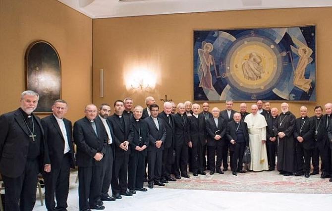 Obispos de Chile presentan su dimisión al Vaticano por encubrir abusos sexuales