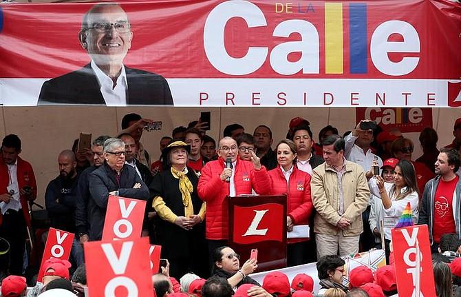 COLOMBIA. Humberto de la Calle junto a su compañera de fórmula Clara López en Bogotá