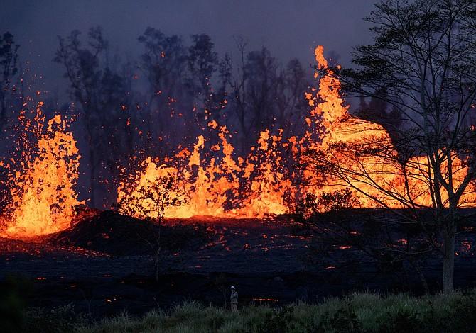 Esto es lo que ocurre al lanzar un Iphone 6S a la lava de un volcán