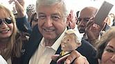 FAVORITO. Los otros cuatro candidatos han enfilado sus ataques contra López Obrador. El político socialista dice que 'a la tercera va la vencida'.