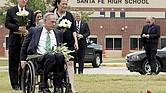 CONVENIENTE. La más reciente tragedia ocurrida en una escuela secundaria ubicada al sureste de Houston obligó a la campaña reeleccionista del Gobernador Abbott a soslayar su apoyo a las armas.