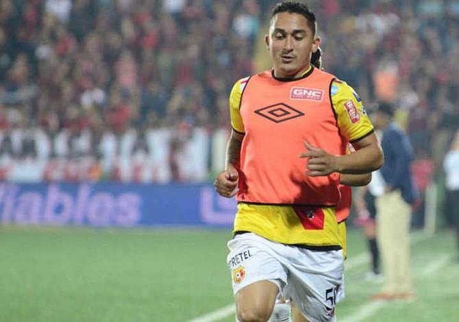 Jugador de fútbol revela que pandillas lo obligaron a irse de El Salvador