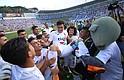 SALVADOREÑO. Jugadores de Alianza cargan a Rodolfo Zelaya tras ganar la final del fútbol salvadoreño el domingo 20 de mayo en San Salvador.