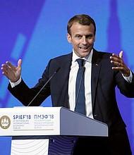 RUSIA - El presidente galo, Emmanuel Macron, pronuncia su discurso durante el Foro Económico Internacional de San Petersburgo (SPIEF, por sus siglas en ingles), en Rusia, hoy, 25 de mayo de 2018. Putin preside hoy la sesión plenaria del SPIEF 2018, que se celebra del 24 al 26 de mayo.