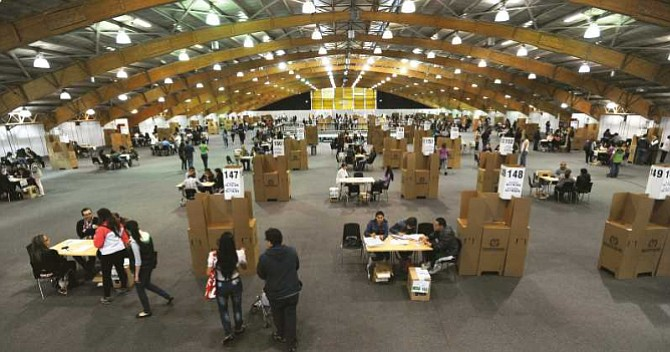 COLOMBIA. Los colegios electorales abrieron sus puertas a las 8:00 am