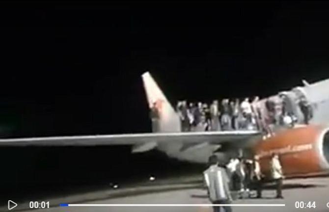 Broma sobre un explosivo en avión dejó 11 lesionados en Indonesia
