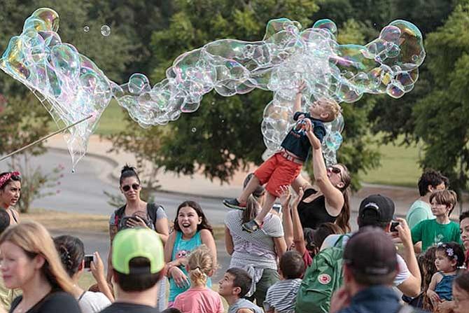 Un festival con muchas burbujas
