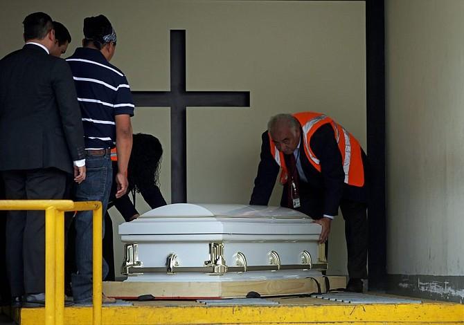 Familia de migrante guatemalteca asesinada por agentes del ICE recibe sus restos