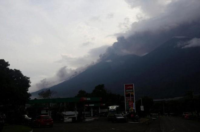 3.200 evacuados por volcán en Guatemala — LO ÚLTIMO