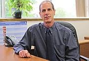 VOZ OFICIAL. El doctor Benjamin Shwartz, director de Epidemiología del Departamento de Salud de Fairfax.