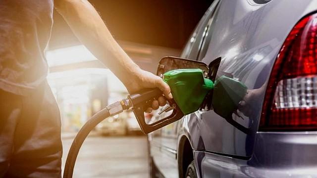 GASOLINA. Salvadoreños siguen sufriendo el aumento regular del combustible en el país