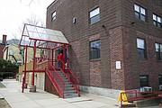 Frente del edificio del programa para hombres de Casa Esperanza.