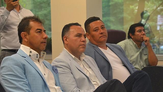 EMPRESARIOS. Miembros de la Cámara de Comercio Salvadoreña Americana acudieron al taller para aprender sobre financiamiento para sus negocios.