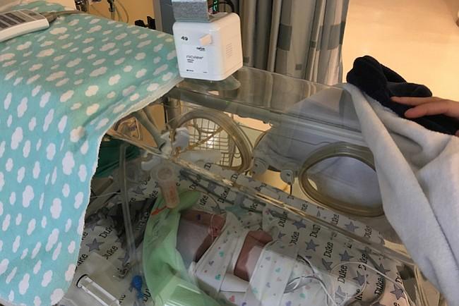 Bebes prematuros: cámaras mantienen a la familia cerca, y a los gérmenes lejos