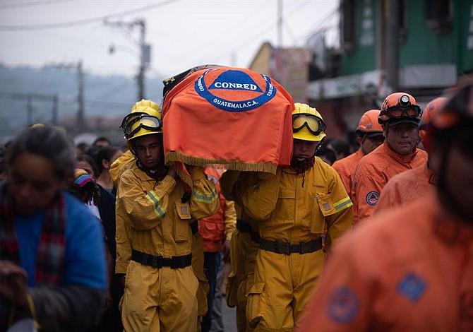 Aumenta la cifra a 101 muertos en Guatemala tras erupción de Volcán de Fuego