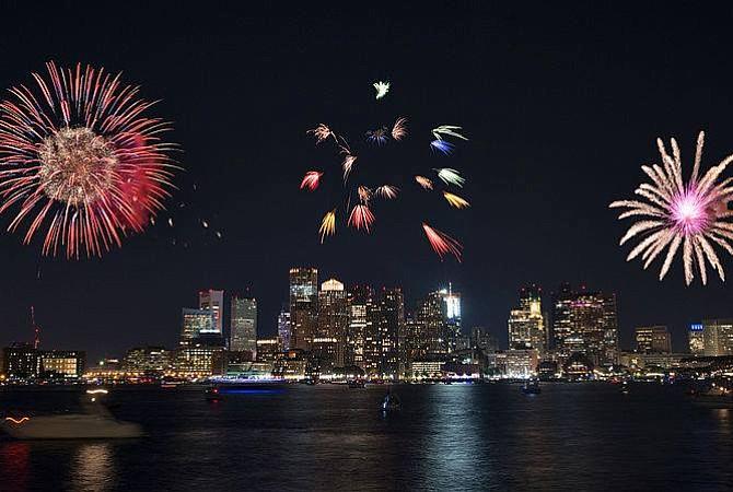 Show de fuegos artificiales para dar la bienvenida al verano bostoniano