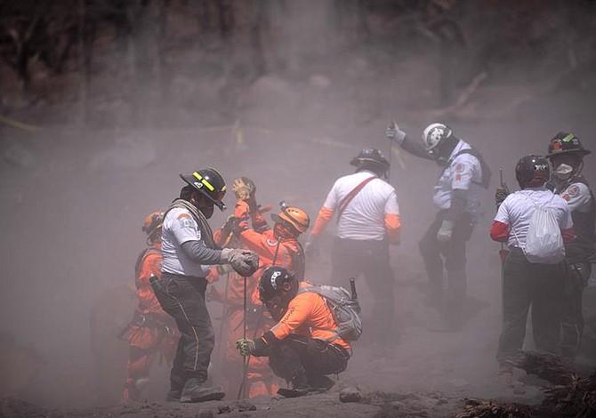 """""""Íbamos preparados para ver personas calcinadas, pero esto es peor"""", asegura rescatista guatemalteco"""