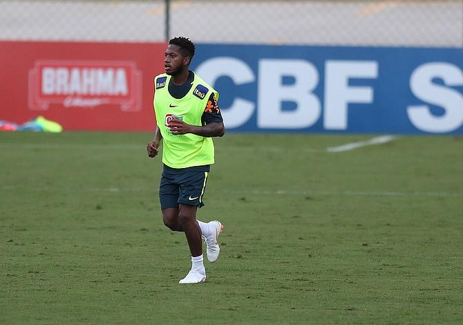 Fred, fichaje brasileño del Manchester United, se lesiona a una semana del Mundial