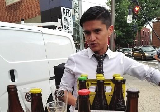 CERVEZA. La cerveza salvadoreña Cadejo importada por Celso Pastrán, fue una de las sorpresas de Taste of Adams Morgan.